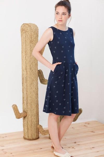 Vestido Inés azul marino estampado pájaros origami y bolsillos laterales.