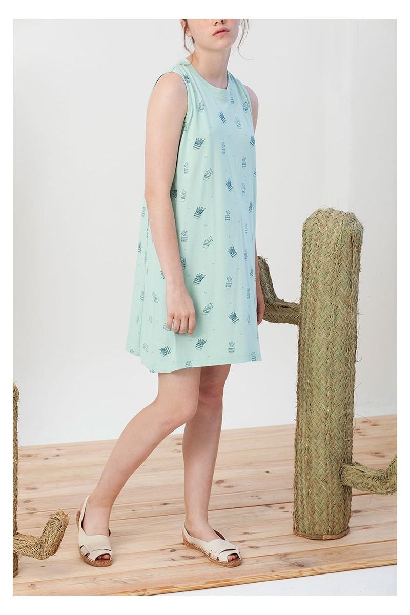 Vestido evasé Itati verde estampado de cactus.