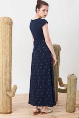 Maxi vestido Irene azul marino estampado pájaros origami.