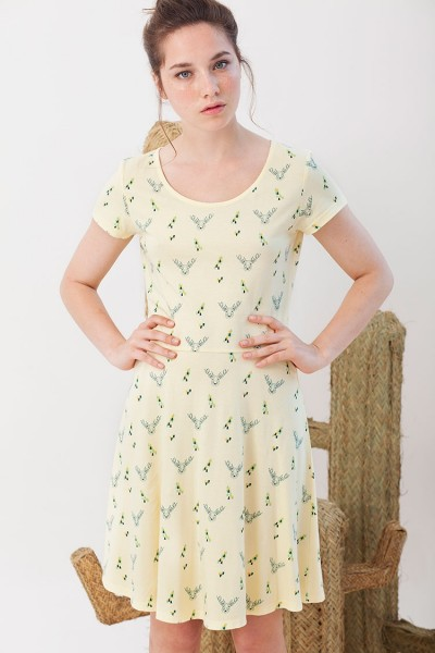 Isabel dress in light yellow.