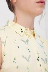 Vestido Iris over size amarillo estampado de ciervos.