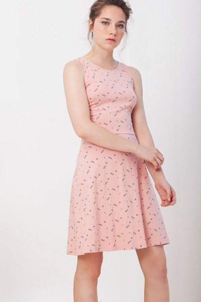 Ilaria dress in pink.