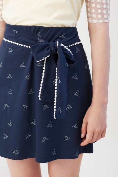 Ingrid skirt in navy blue with origami print.