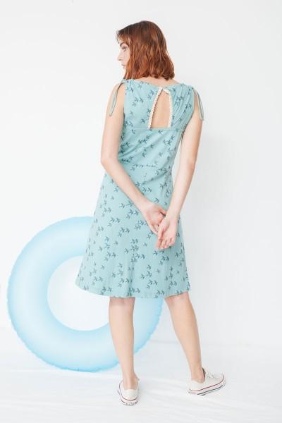 Vestido ecológico Mireia con detalle en el hombro con estampado golondrinas
