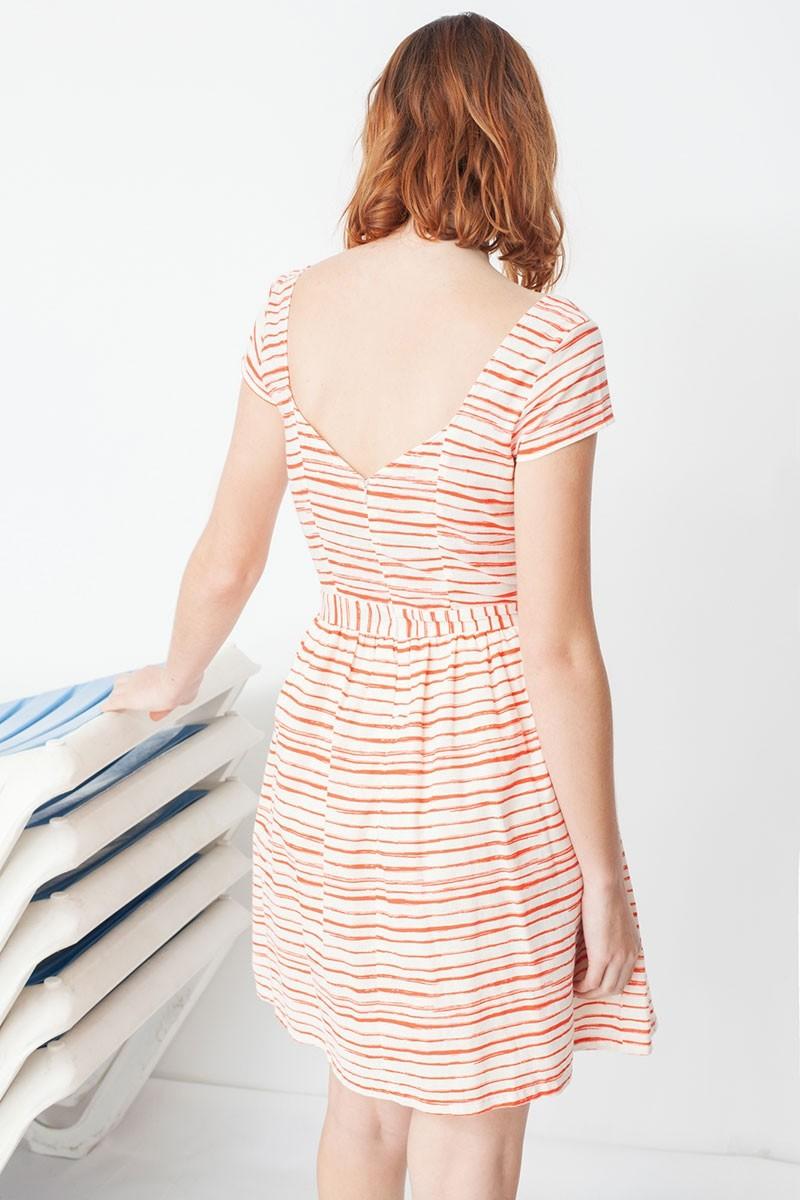 Vestido Moira de manga corta con escote en la espalda y estampado rayas marineras