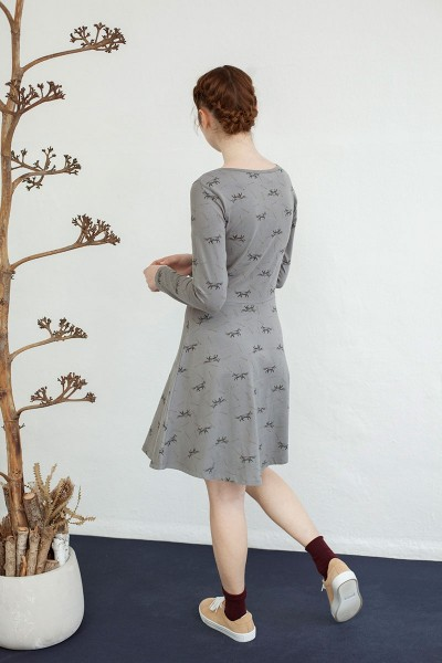 Vestido Nidia media capa gris con estampado zorros.
