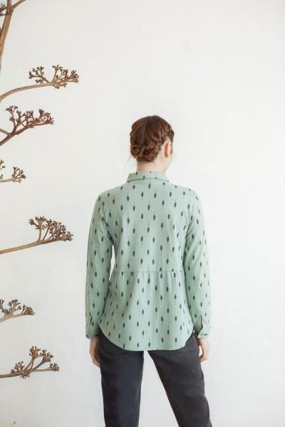 Blusa cuello camisero Nadine estampado hojas.