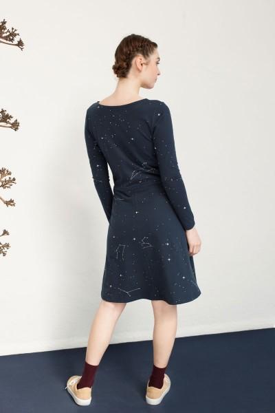 Vestido Nataly con tapeta estampado constelaciones.