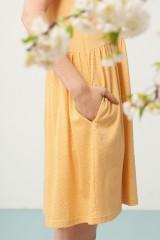 Vestido Priscila oversize color miel y estampado japones