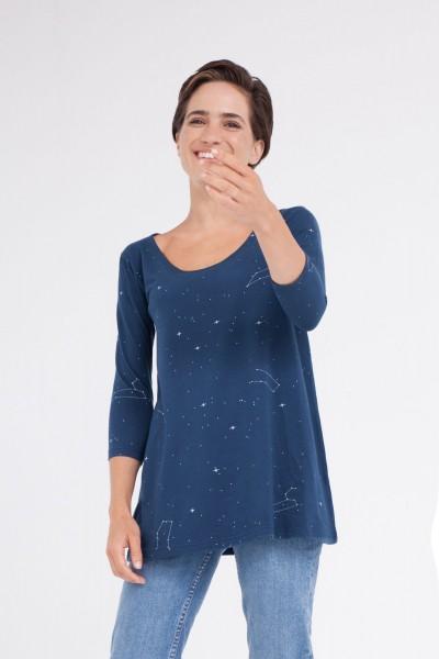 Camiseta Cloe escote barco azul marino estampado constelaciones.