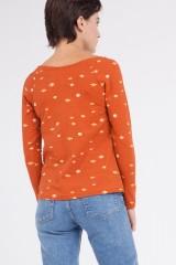 Camiseta Claudia manga ranglán estampado saturno.
