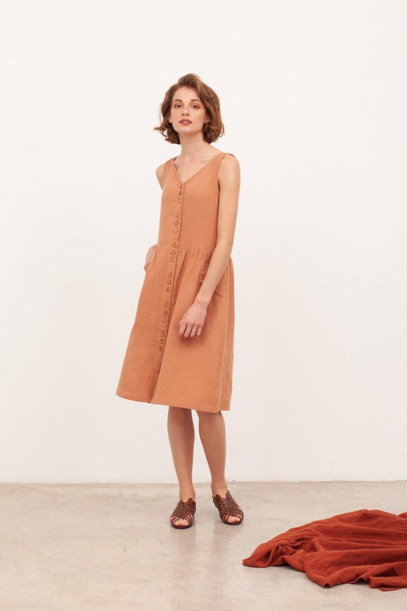 Vestido de muselina escote V  Brunella Nude